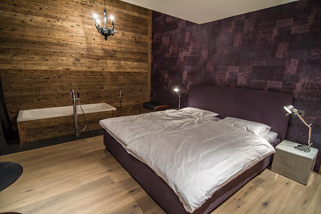 freistehende badewanne schlafzimmer. Black Bedroom Furniture Sets. Home Design Ideas